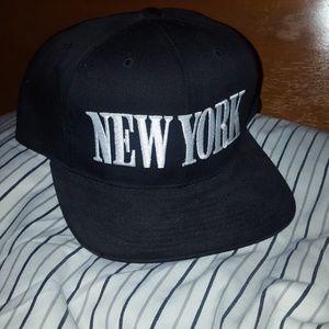 Black 'New York' Snapback Hat
